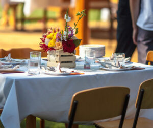 Tuinfeest organiseren gedekte tafel